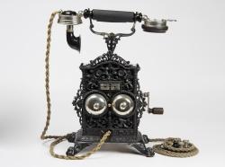 hvornår kom telefonen til danmark